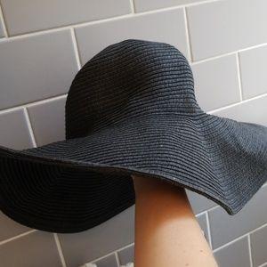 Glamorous beach straw hat